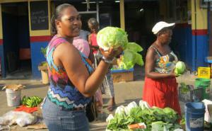 Dee negotiates on the lettuce
